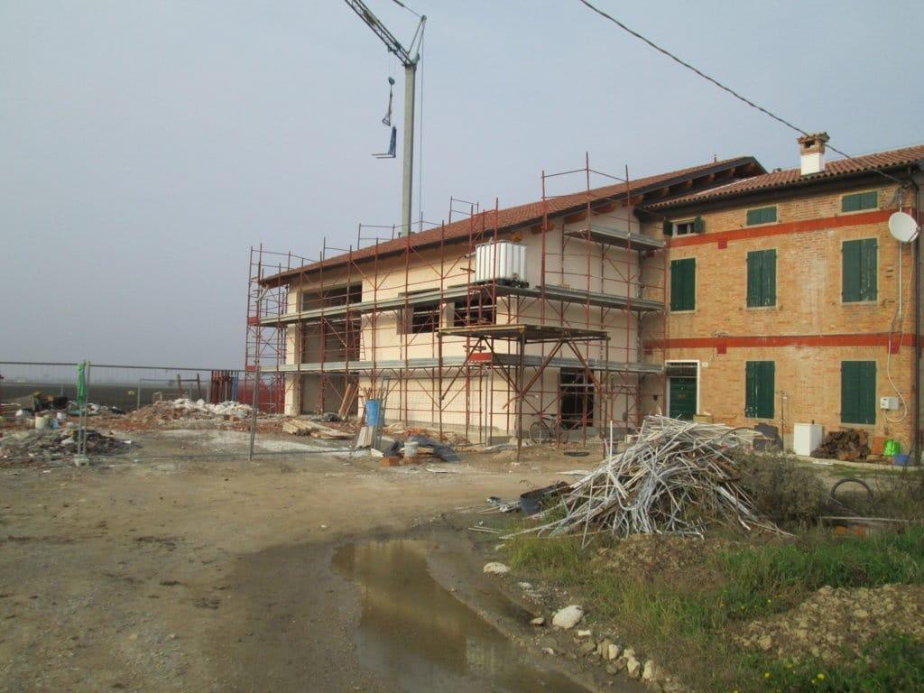 Demolizione e ricostruzione di edificio agricolo