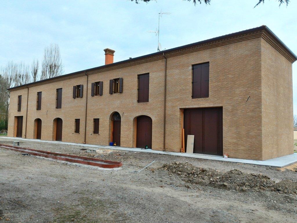 Demolizione e ricostruzione di abitazione e magazzino